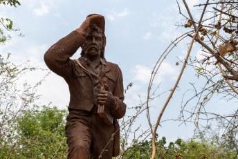 's Middags liepen we nog even door het Mosi-oa-Tunya park, waar dit standbeeld van mijn grote voorbeeld David Livingstone staat.
