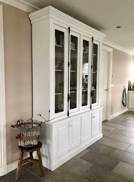 Witte kast landelijk woonkamer
