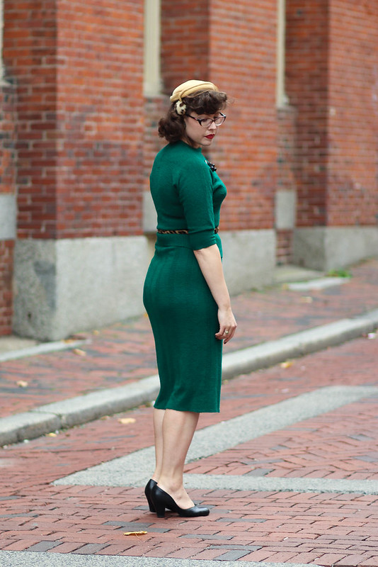 Green knit set with leopard accessories