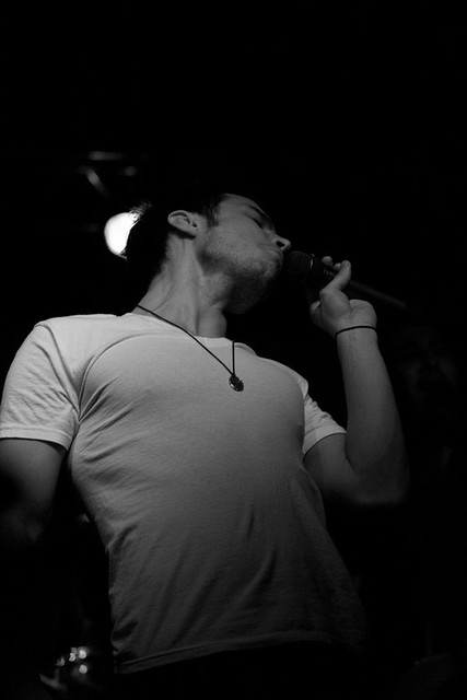 Kris Allen sexy UNF pecs nipples neck white tee shirt photo