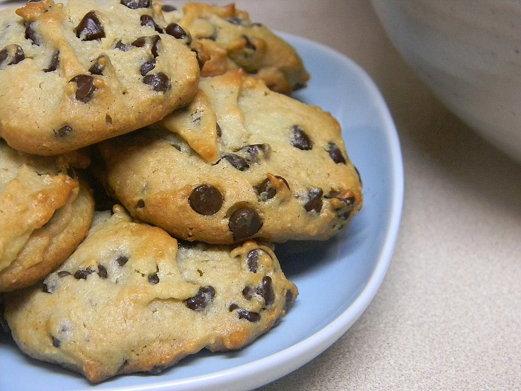 Two Versions of Alton Brown's Gluten-Free Chocolate Chip Cookies ...