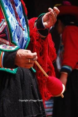 Making yarn Chinchero