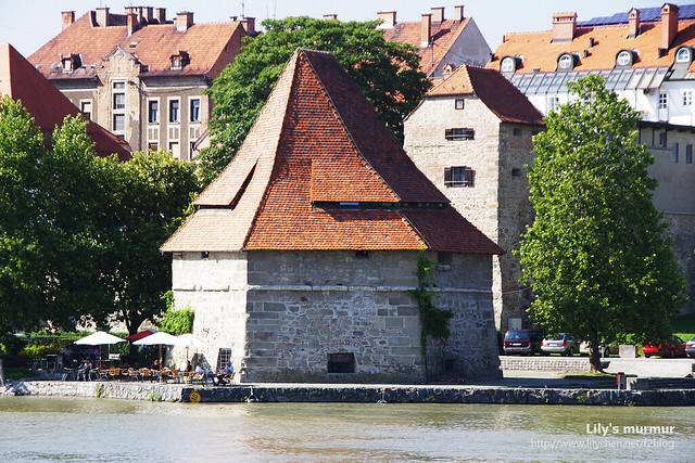 這棟就是水塔,其實應該叫做水門守衛處。