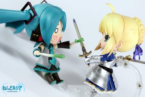Saber-chan is attacking Miku-chan