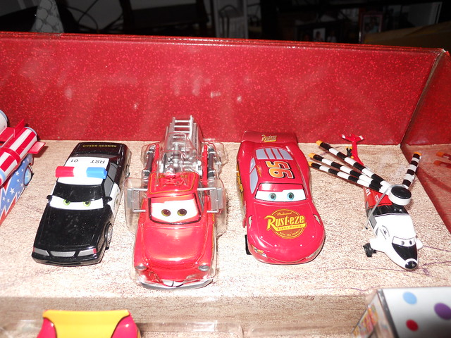 Disney Store CARS TOON 20 Car Set (3)