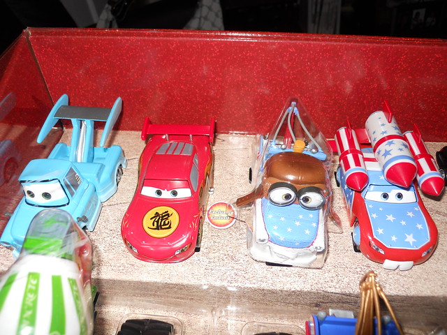 Disney Store CARS TOON 20 Car Set (2)