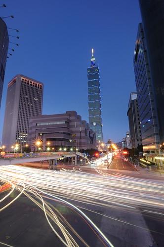 信義天橋車軌 Sinyi Traffic Stream