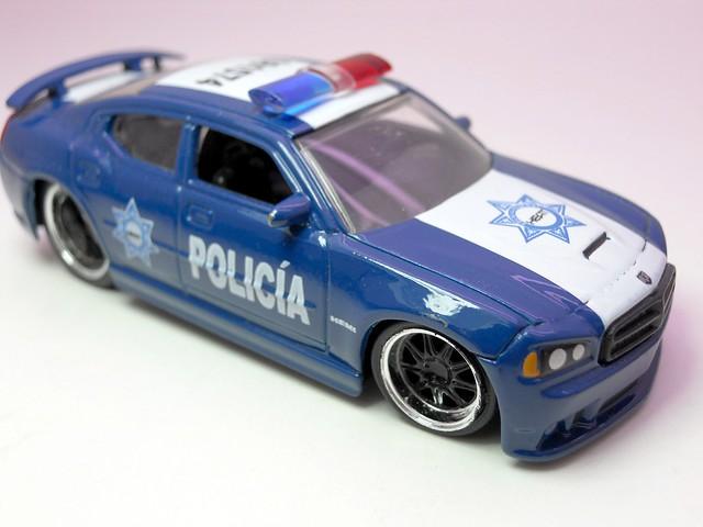 jada toys heat policia 08 dodge charger srt8 (2)