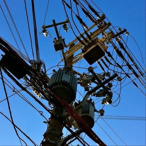 アップに耐えれるかな? 電信柱萌え~! #telephone_pole #telephone_line #電信柱