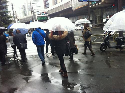 Dos días de lluvia sin pausa siguen haciendo subir ligeramente la radiación en Tokio