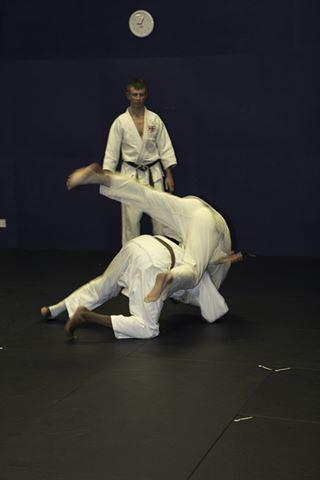 Richard throwing with seoi nage 2