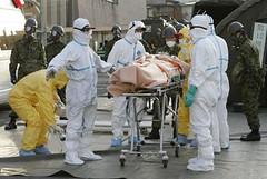 CRISIS JAPON 2011 - El equipo de 50 heroes hombres y mujeres tratando de controlar las fugas radioactivas nucleares