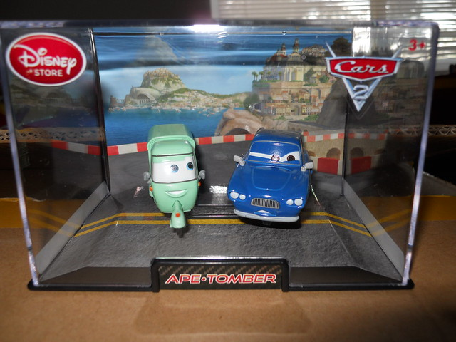 DISNEY STORE CARS 2 APE & TOMBER