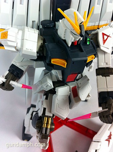 Building MC RX-93 Nu Gundoom Gundam (25)