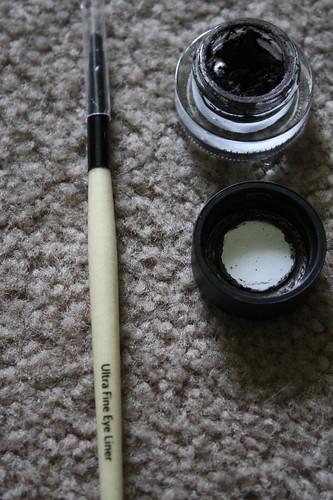 Bobbi Brown eyeliner and eyeliner brush