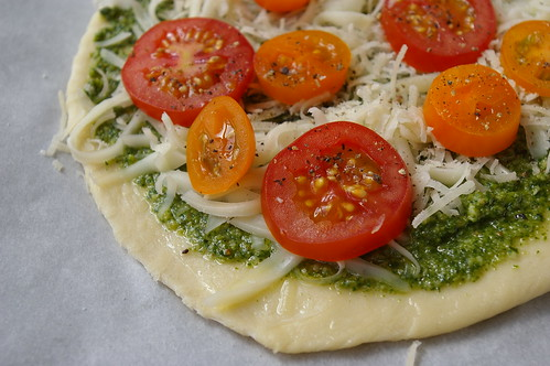 Bonus pizza: Pesto with tomatoes