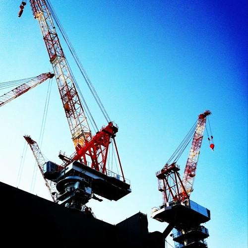 お昼~! 青空にクレーン! #crane #sky