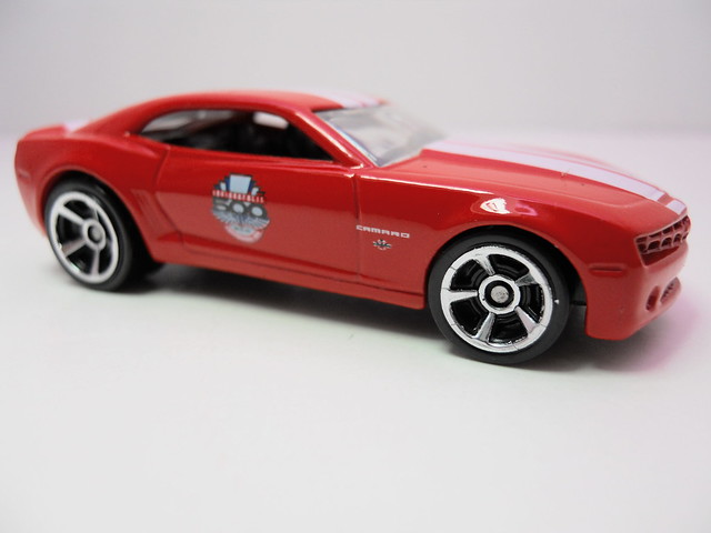 hot wheels chevy camaro '10 indy 500 pace car (2)