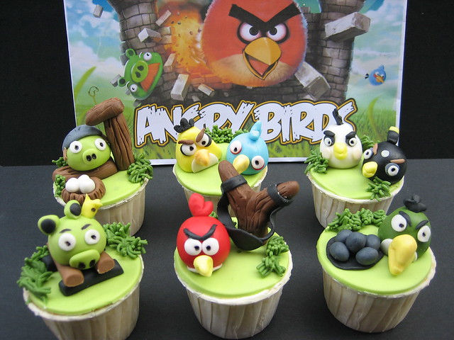 Angry Birds cupcakes......