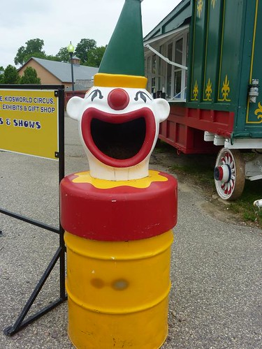 WI, Baraboo - Circus World Museum 31 - Clown Trashcan