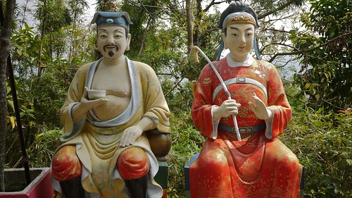 Sitting Buddhas by randomwire