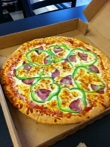 Ham and bell pepper pizza