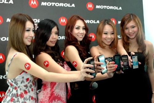 MOTO DEFY Models 02