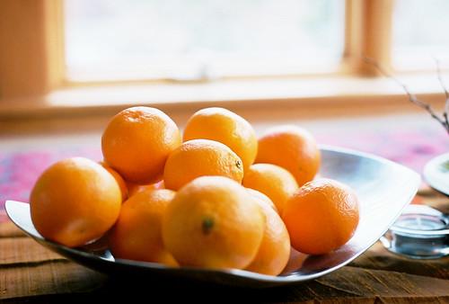 I like people who eat oranges