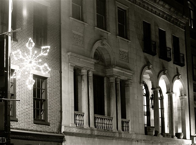 baltimore building glowing christmas star