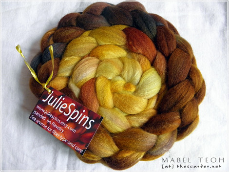 JulieSpins Unclub Dec 10 85% Humbug BFL - 15% Silk