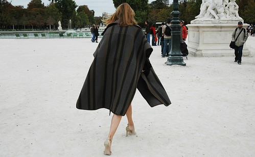 carine-roitfeld-jak-and-jill-cape-fall-trends-2010