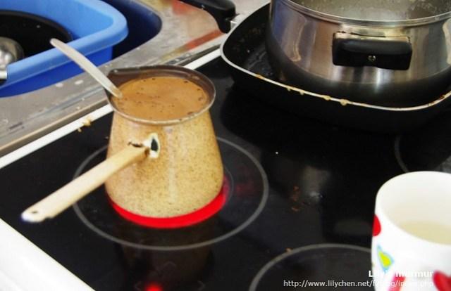 尼家都用這個煮咖啡。抱歉這張手晃了...