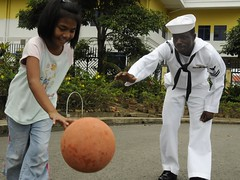 USS Blue Ridge Sailor plays basketball with Ma...