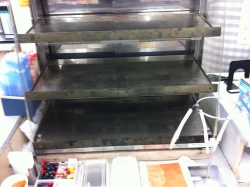 Más estanterías vacías en otro supermercado