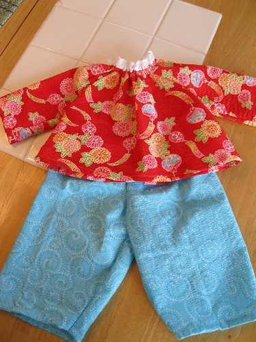 """20"""" doll clothes: outfit close up"""