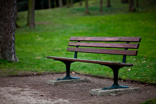 Lonely bench by esquimo_2ooo