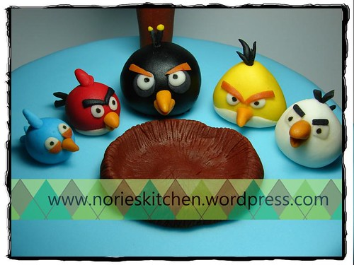 Norie's Kitchen - Angry Birds Cake - Birds Detail