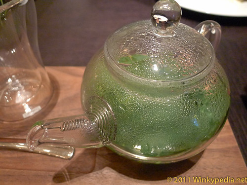 Fresh mint tea at Dinner by Heston