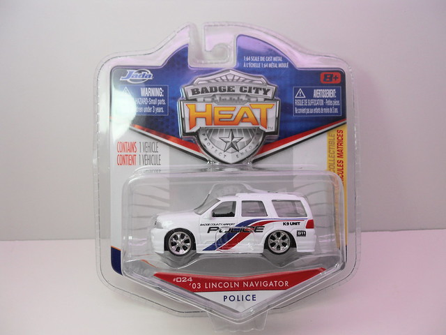 jada toys badge city heat wave 2  '03 Lincoln Navigator police (1)