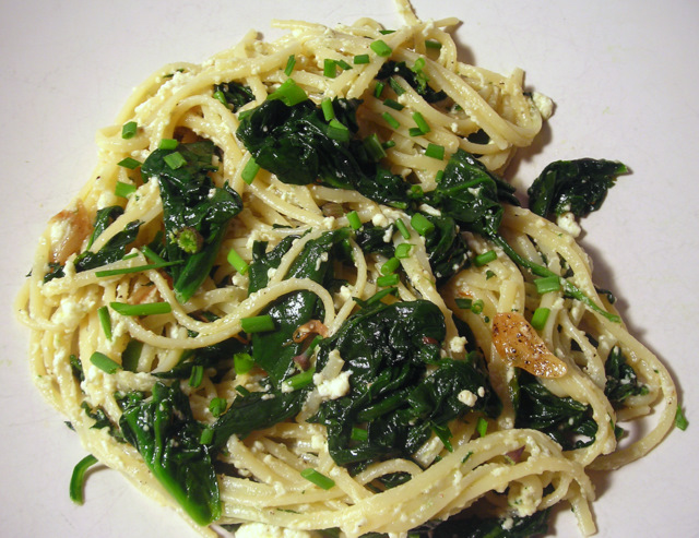 Linguine with spinach and ricotta