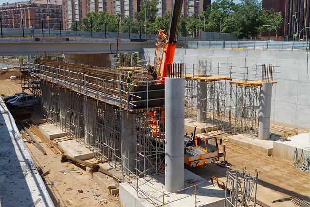Construcción del dintel en la zona entre la estació de Sant Andreu y el pont de Sant Adrià - 21-06-11