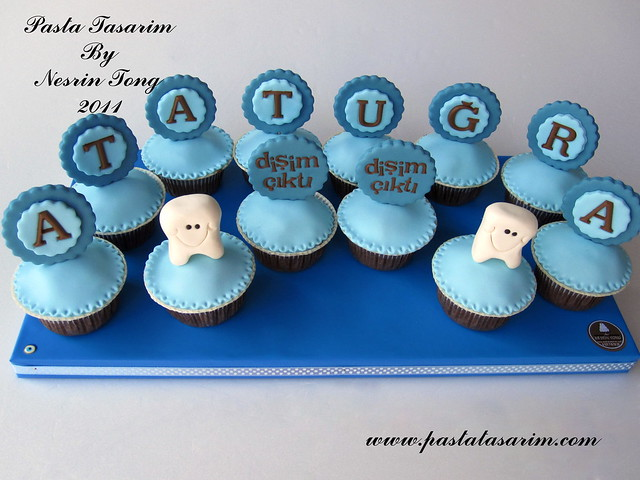 MY FIRST TOOTH CUPCAKES( ATATUGRA PARTY)