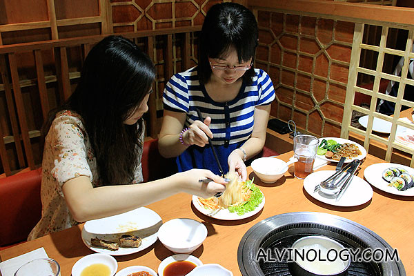The two invited bloggers, sharing the cold noodle platter