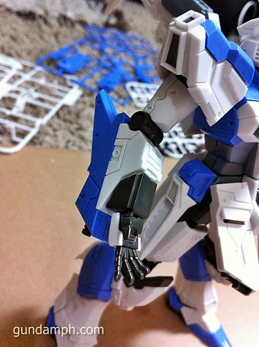 Building MC RX-93-2 Hi Nu Gundoom Gundam (15)