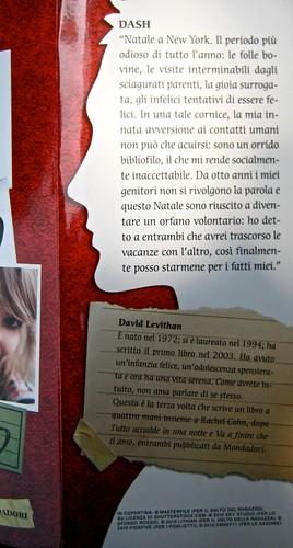 Come si scrive ti amo, di Rachel Cohn & David Levithan, Mondadori 2011; Art director: Fernando Ambrosi, graphic designer: Anna Iacaccia; risvolto della cop. (part.), 1