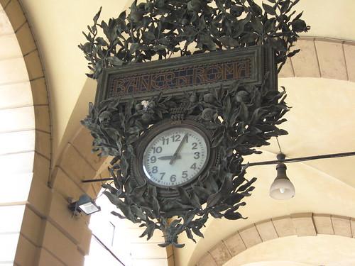 Banco Roma clock