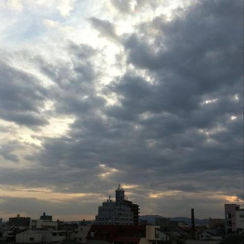 (^o^)ノ < おはよー!  今朝の大阪、ちと曇りです。 #Osaka #morning