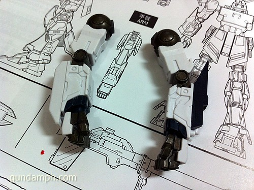 Building MC RX-93 Nu Gundoom Gundam (8)
