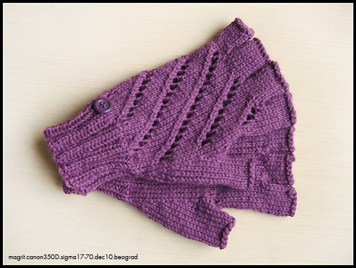 lila fingerless