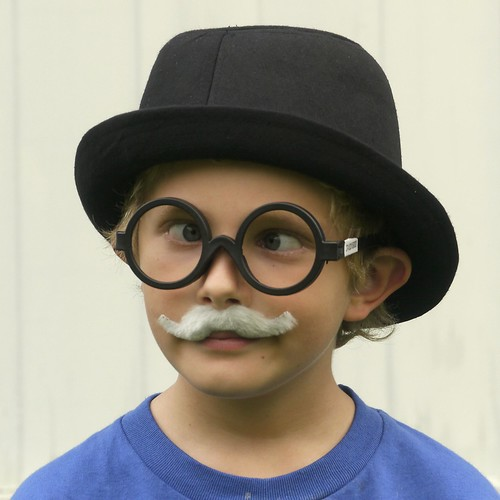 Cross between 5 year old Twain and Chaplin